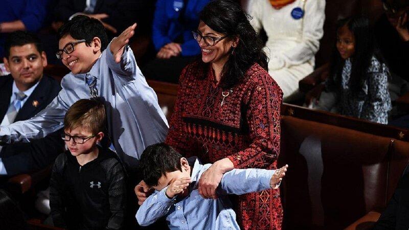 Женщины надели мусульманскую одежду в поддержку первой палестинки в Конгрессе США