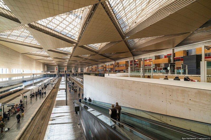 """Испания: вокзалы, АЗС-киоски, """"антикарманы"""" и самый жирный кот"""