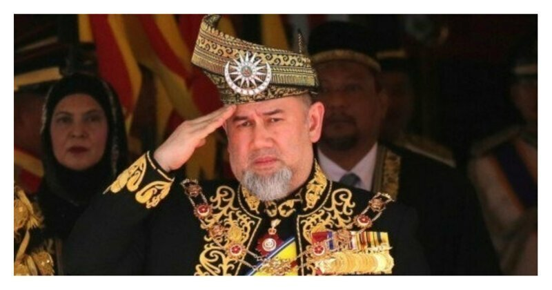 """Король Малайзии, женившийся на """"Мисс Москва"""", добровольно отрекся от престола"""