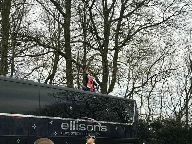 """Фанат """"Блэкпула"""" задержал автобус с """"Арсеналом"""" в пику владельцам любимой команды"""