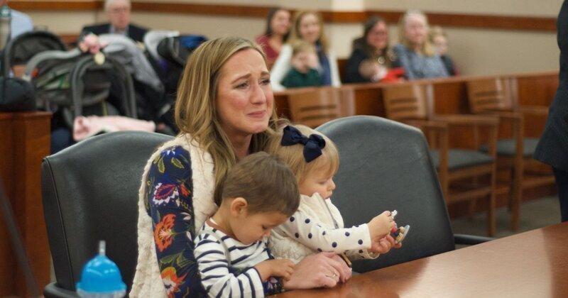 Приемная мать случайно узнала, что ее дети - родные брат и сестра!