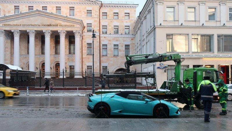 Хороший улов: в Москве эвакуировали спорткар Lamborghini