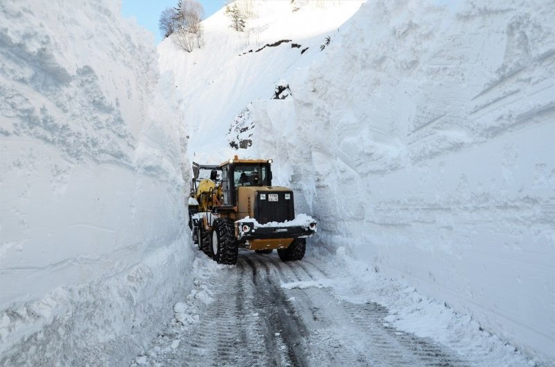 Сход лавин на Транскавказской магистрали: фото о снежном кошмаре
