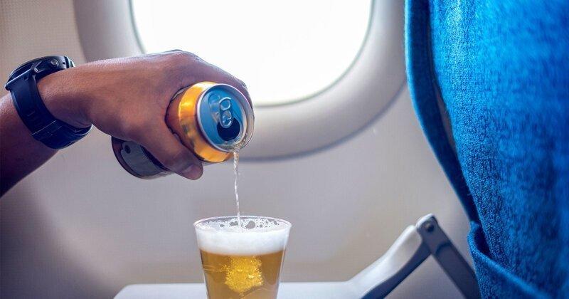 «Аэрофлот» снова начнет угощать пассажиров бесплатным алкоголем