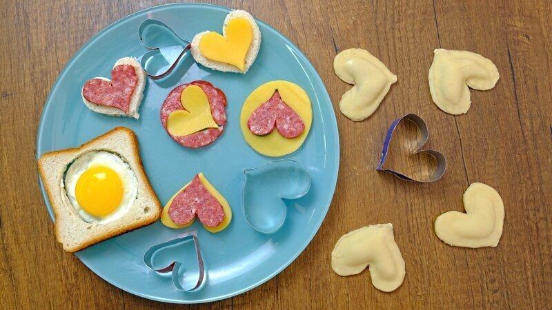 Формочки-сердечки из жестебанок своими руками ко Дню влюбленных