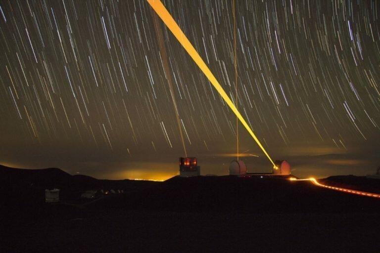 Самый «чистый» лазер в поисках черных дыр