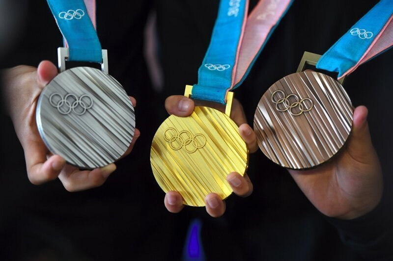 Японцы сделают медали для Олимпиады 2020 из старых гаджетов. Как так и откуда в телефонах золото?