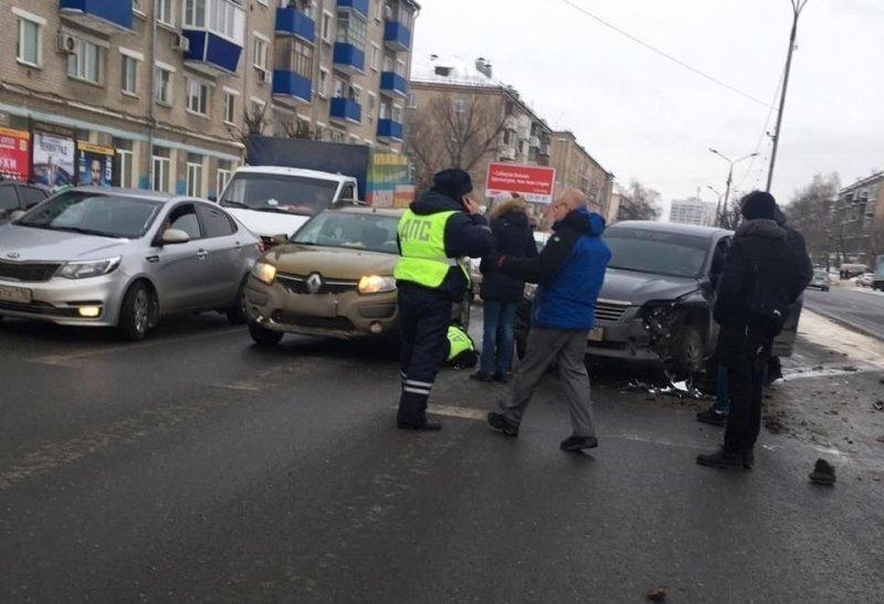 В Казани водитель протащил инспектора за автомобилем и сбежал с места происшествия