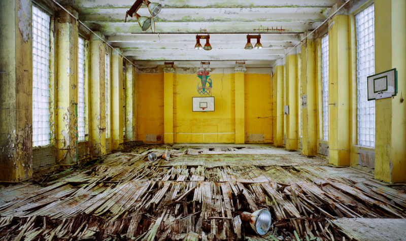 Былая роскошь: фотограф из Парижа устроил прогулку по заброшенным местам советской жизни
