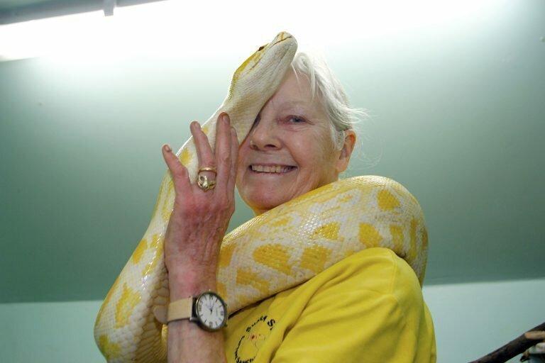 Бабуля потратила миллионы, чтобы стать королевой змей