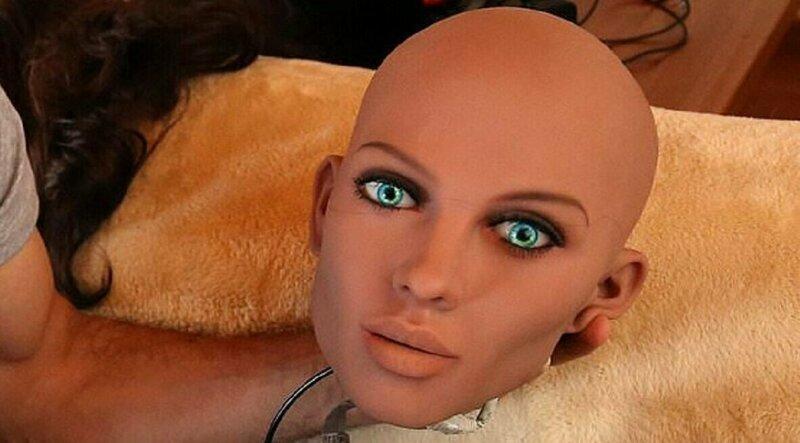 Шведские феминистки приревновали мужчин к секс-роботам