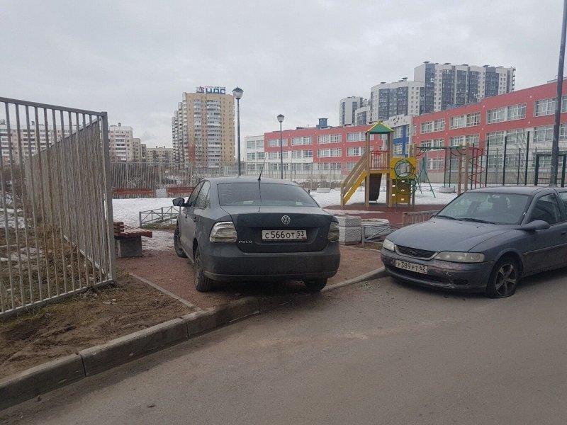 В Петербурге жители воспитали невежливого парковщика