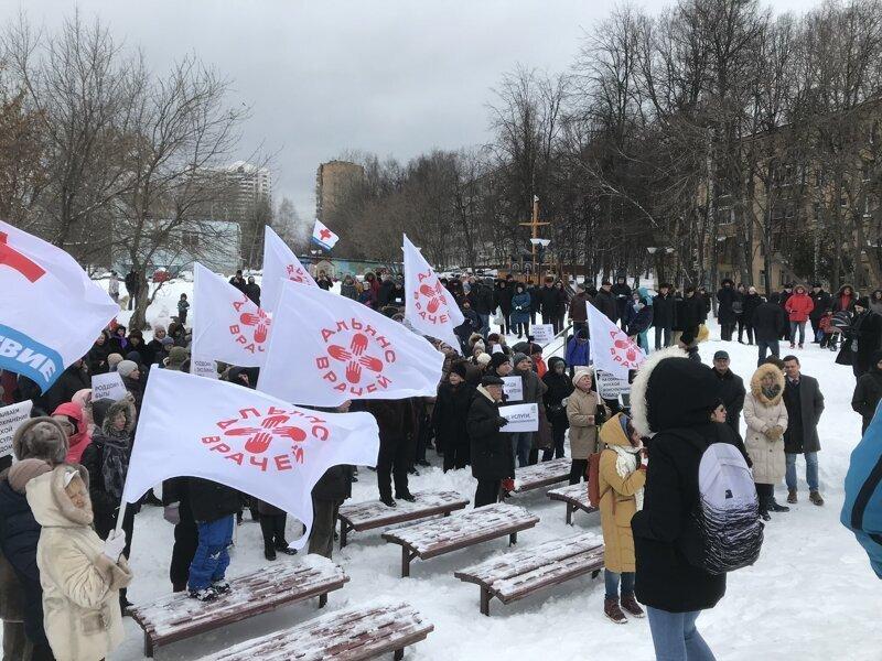В Зюзине прошел митинг против закрытия единственного на несколько районов роддома