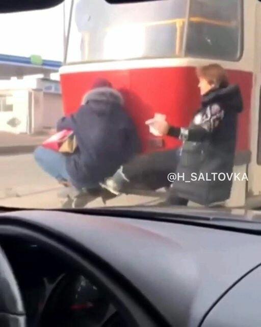 """В Харькове кондуктор ногой дала под зад """"зайцу"""""""