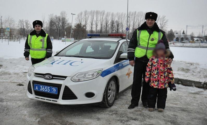 Под Казанью на трассе спасли задыхавшуюся девочку!!!