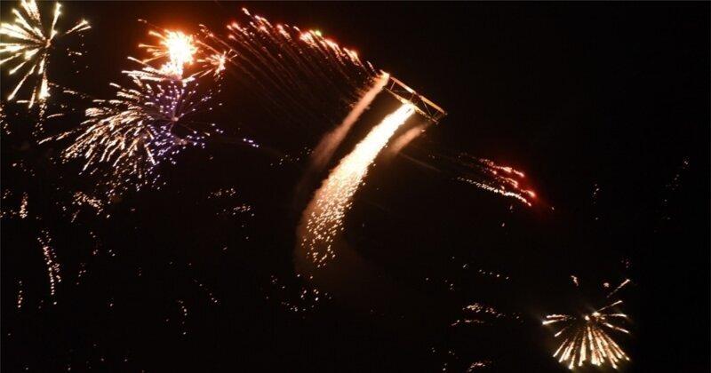 Зрелищное лазерно-пиротехническое шоу на выставке  авиации в Австралии