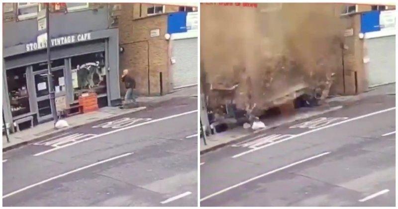 Мужчина чуть не погиб под внезапно обрушившейся крышей здания