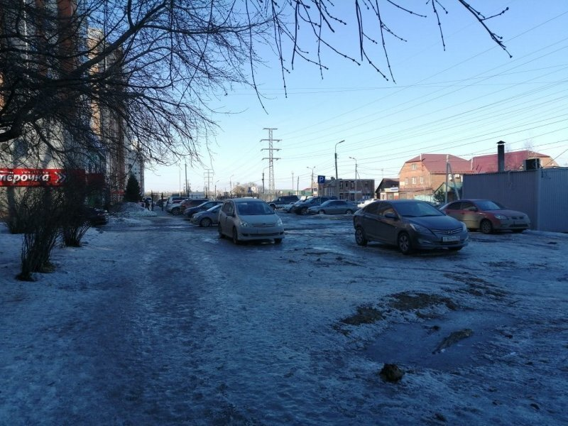 В Омске завелся супергерой: неизвестный мститель мажет машины фекалиями