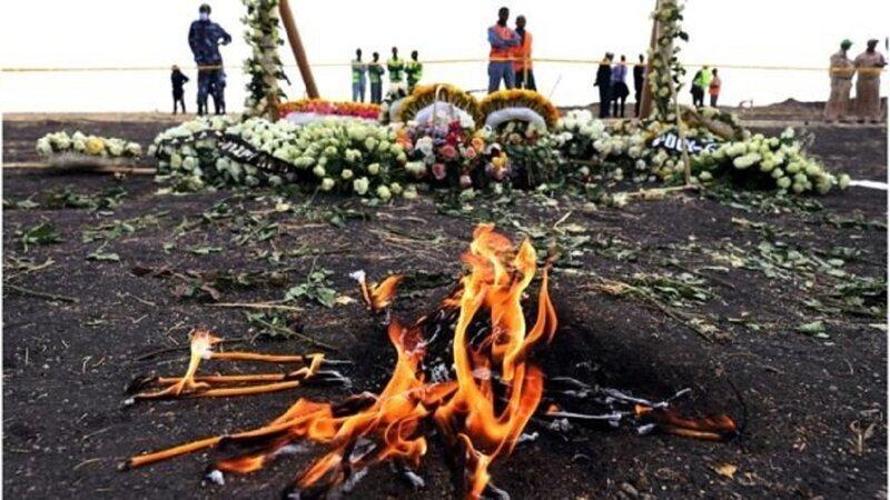 """Родные погибших в крушении """"Боинга"""" получили землю с места катастрофы"""