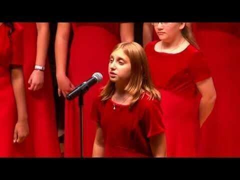 """Американский хор исполняет песню """"Прекрасное далеко"""""""