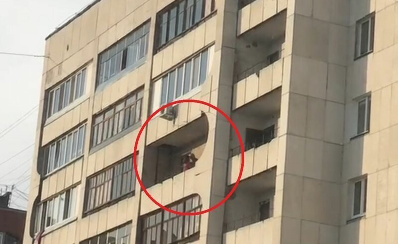 Уфимцы попытались прогнать с балкона занимавшуюся сексом пару