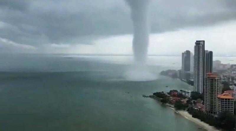 В Малайзии удалось заснять впечатляющий торнадо