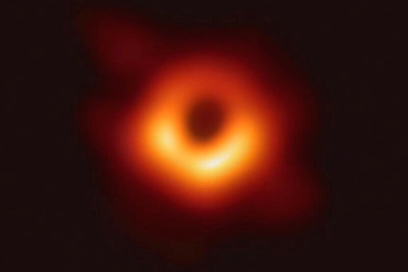 Представлена первая в мире фотография черной дыры