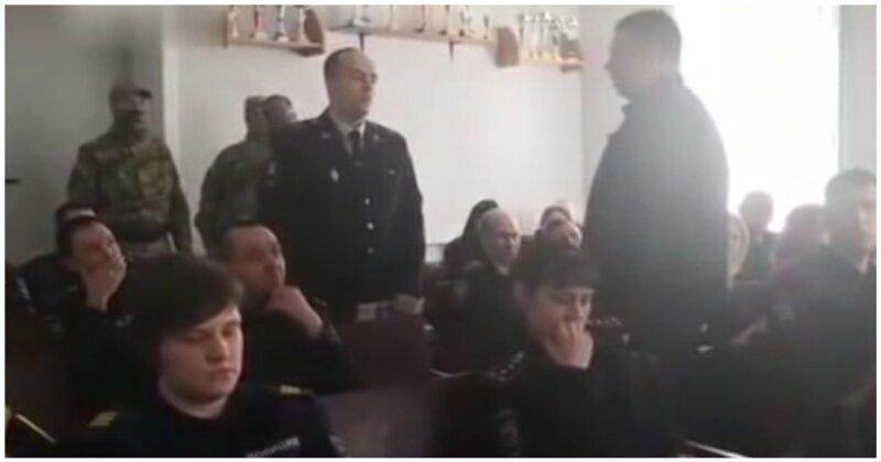 На лекции о борьбе с коррупцией сотрудники ФСБ задержали начальника ГИБДД за взятку