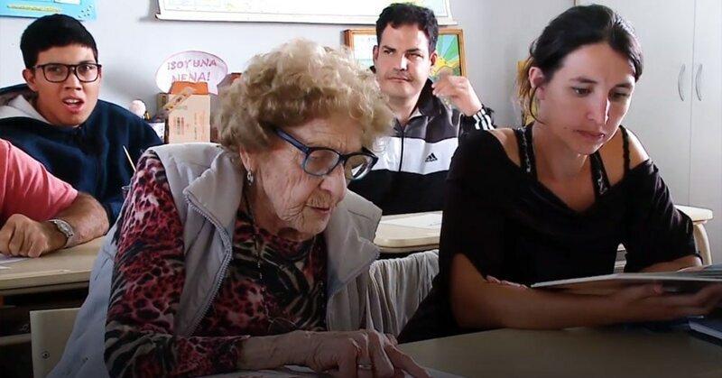 Учиться никогда не поздно: 99-летняя бабушка решила вернуться в школу и получить образование