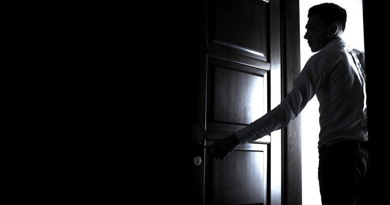 Что такое «эффект дверного проема» и почему это не просто забывчивость