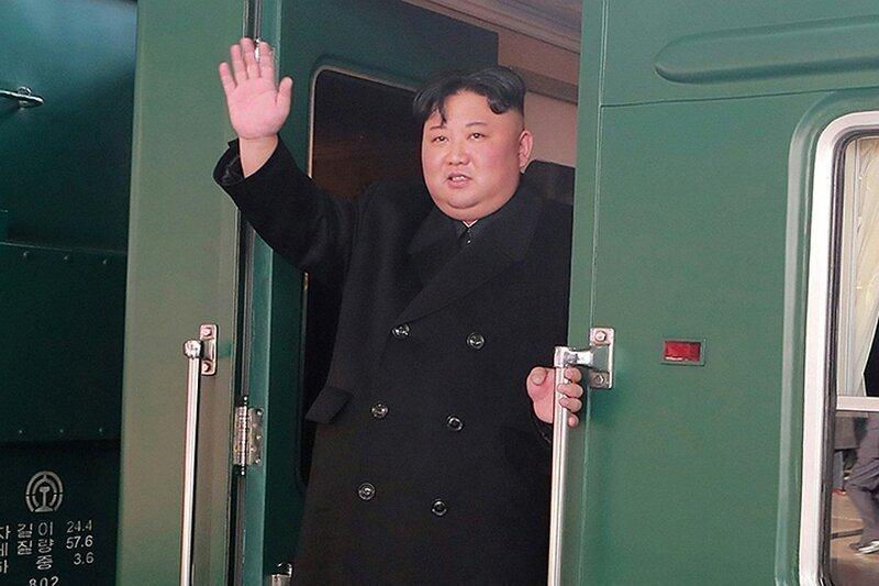 На бронепоезде, с сестрой и лимузином: Ким Чен Ын прибывает во Владивосток