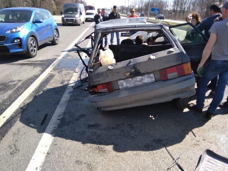 В Татарстане водитель и пассажиры ВАЗа чудом выжили в страшной аварии