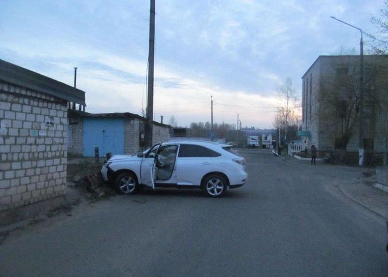 "В Беларуси пьяные сотрудники автомойки разбили ""Лексус"" клиента"