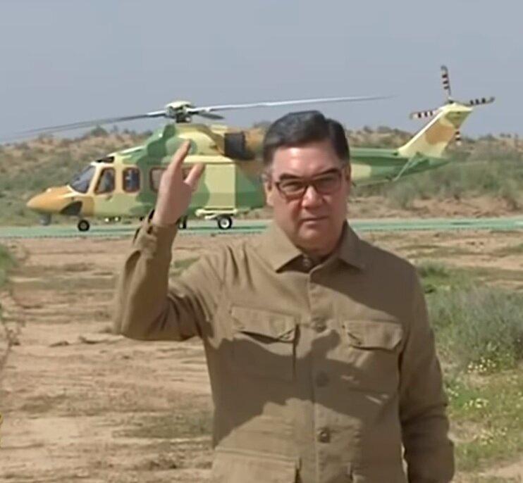Президент Туркмении провел заседание Совета безопасности в пустыне