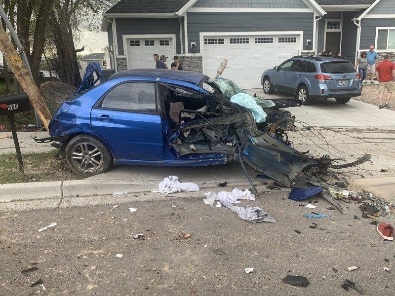 Двигатель, коробка передач и водитель отделились от Subaru во время сильной аварии