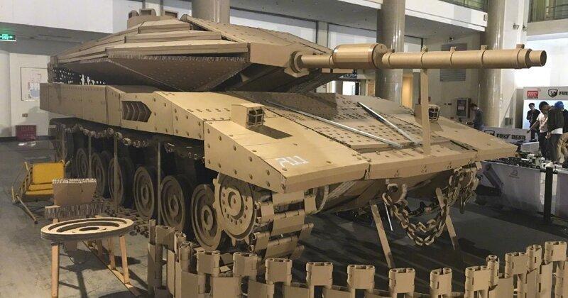 Очумелые ручки: картонная копия боевого танка в натуральную величину