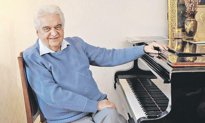 Умер композитор Евгений Крылатов, автор музыки к песням «Прекрасное далеко» и «Крылатые качели»