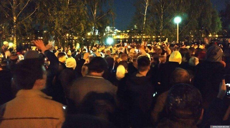 «Кто не скачет, тот за храм»— протестующие в Екатеринбурге