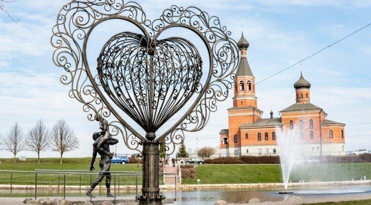 В городе Маарду (Эстония) установили кованое сердце