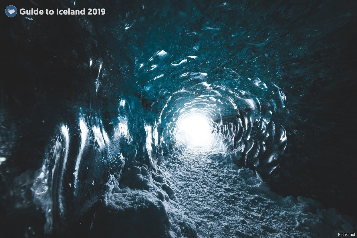 Кто-то мечтает о теплом море, а тут предлагают тур в ледяную пещеру на ледник...
