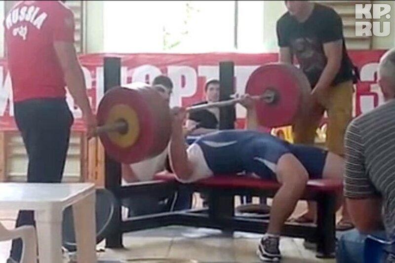 Российский тяжелоатлет погиб, уронив на грудь 180-килограммовую штангу