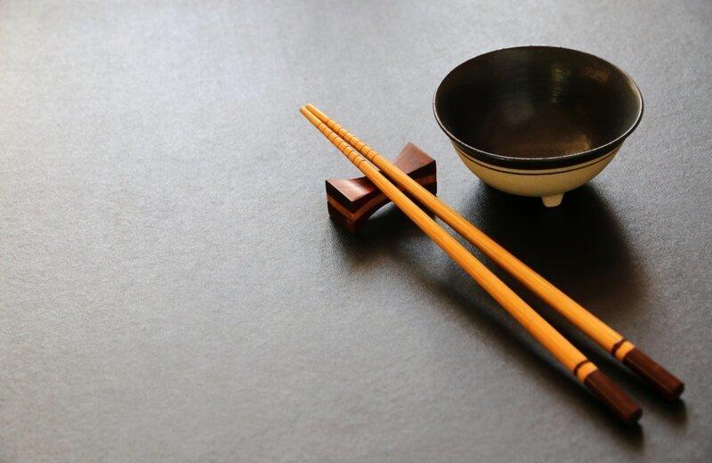 Почему китайцы используют в еде палочки?