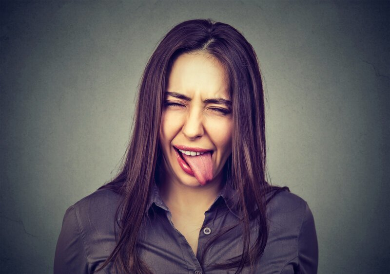 Почему кисло во рту после еды?