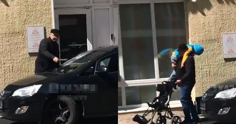 Когда терпение лопнуло! В Казани отец ребенка-инвалида разбил лобовое стекло машины, перекрывшей выход