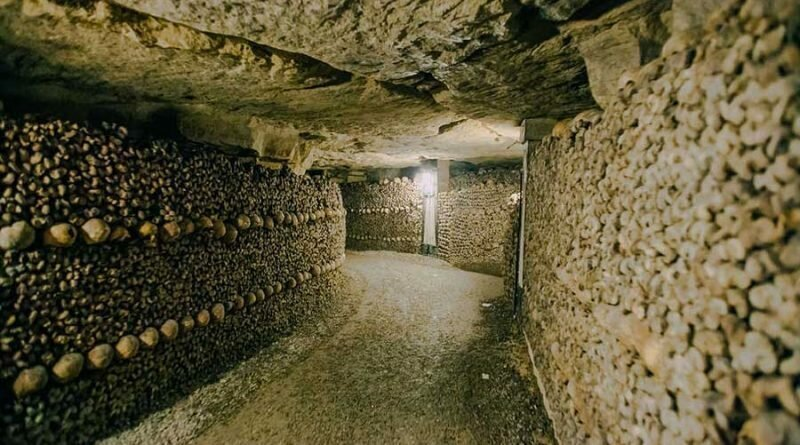 Как 6 миллионов скелетов оказались в туннелях под Парижем