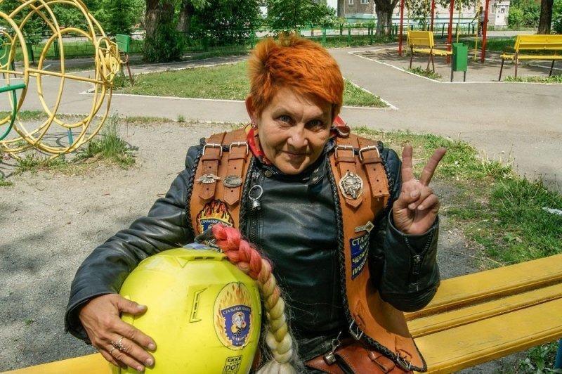 Челябинская пенсионерка гоняет на мотоцикле и организовала свой мотоклуб