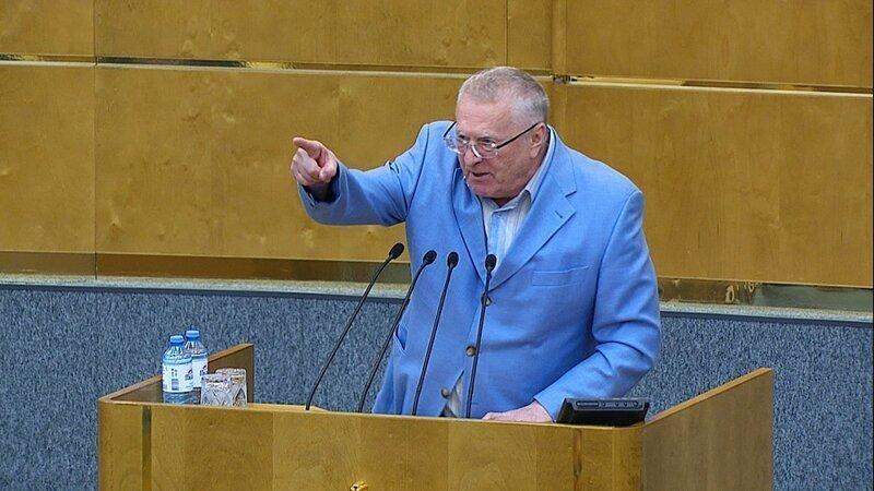 """С криком """"Позор!"""" и со скандалом Жириновский ушёл с заседания Госдумы"""