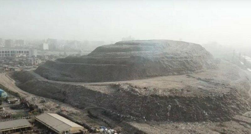 Чудовищная гора мусора в Индии скоро станет выше Тадж-Махала