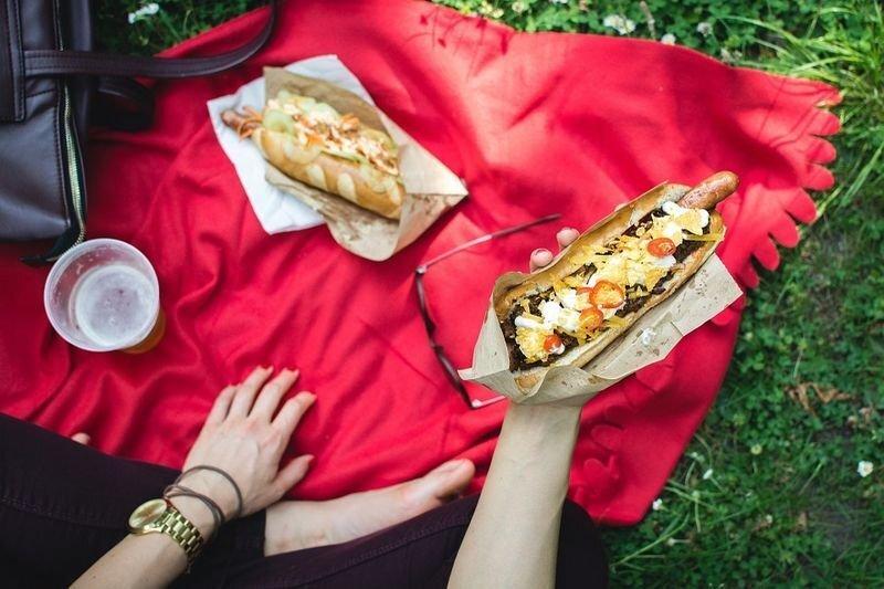 Не шашлыком единым: что взять с собой, чтобы пикник удался