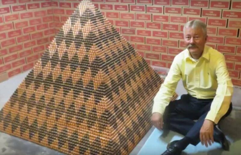 Пирамида из миллиона монет